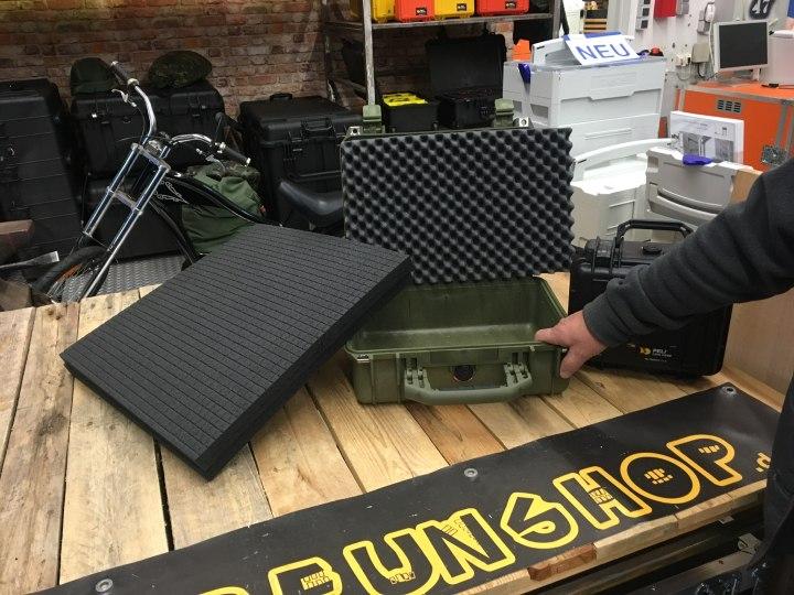 Schütze brauchte Koffer mit Hart-Rasterschaumstoff - Peli 1450 oliv und Peli 1300 schwarz