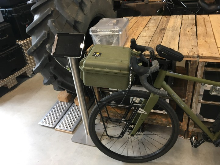Fahrradkoffer Peli Case 1520 oliv und Zarges Aluminium-Universalkiste K470 13l