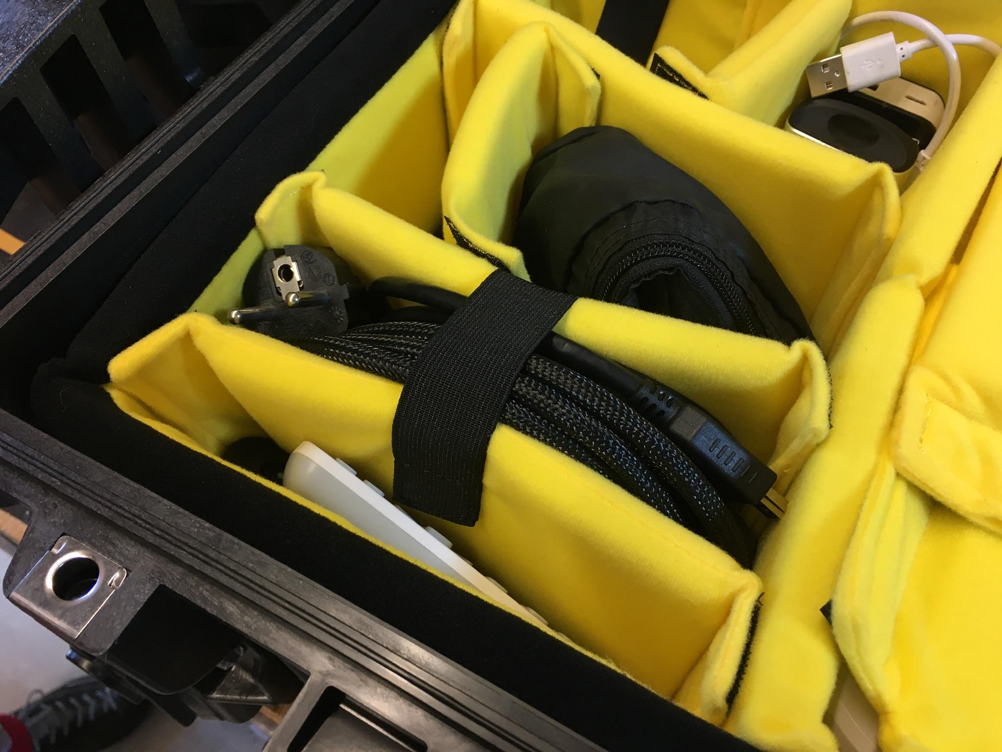 Peli Case 1510 Mobility mit Trennwand-set-seitenfaecher