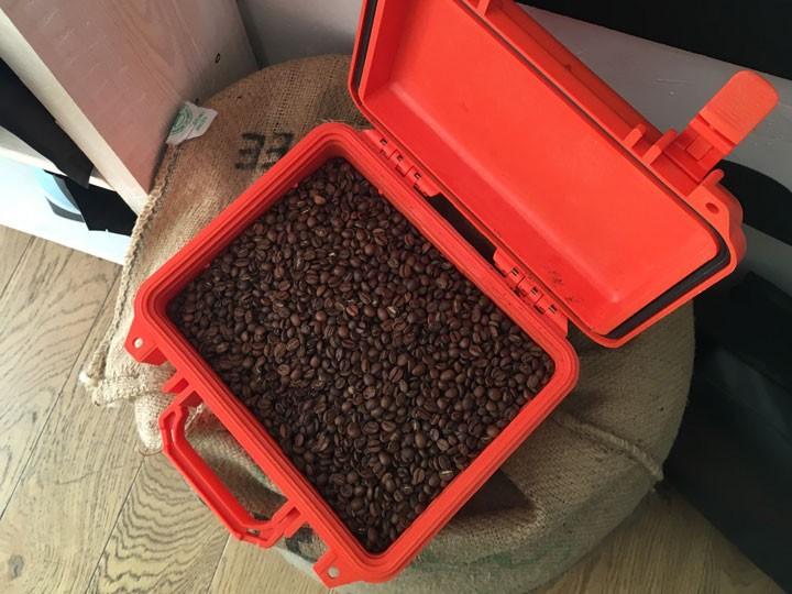 Transport frisch gerösteter Kaffeebohnen im Peli Case 1300