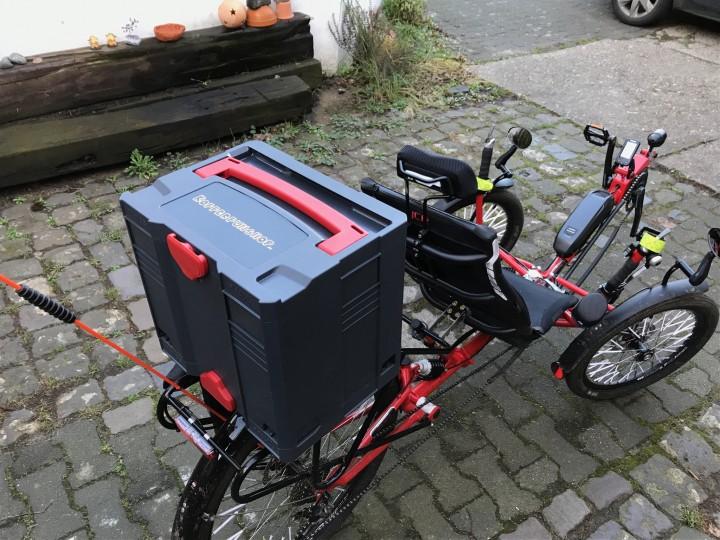 Dreirad-E-Biker braucht Einkaufskorb-Lösung - Systainer T-Loc IV und Isolier-Systainer T-Loc IV