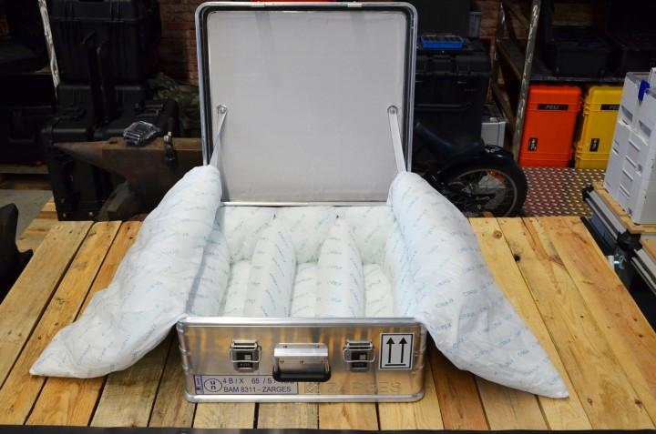Zarges K470 Akku Safe Box - Sicherheitstransport von Lithium Batterien