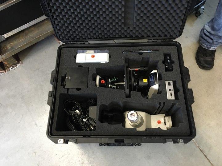 Eine Schaumstoffeinlage entsteht - Peli Air Case 1637 für Nikon Labormikroskop, Okular und Zubehör