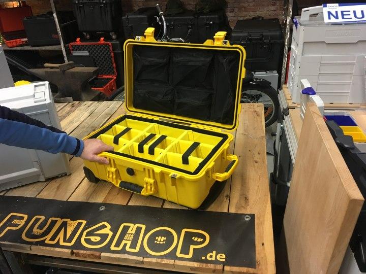 Fotograf braucht sichtbaren Koffer für Flughafen-Fotografie - Peli 1510 mit Trennwand-Set gelb
