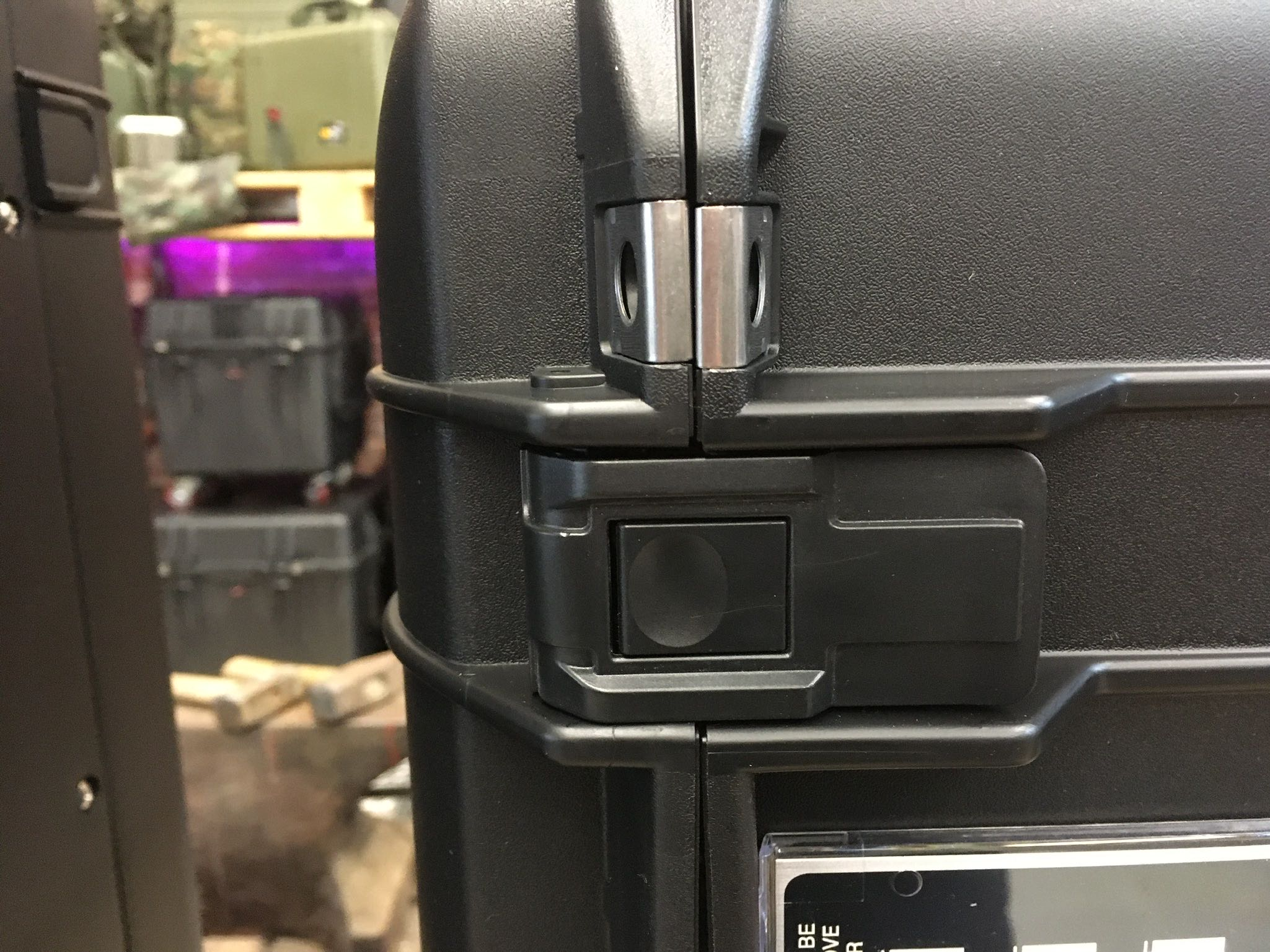 peli-air-case_1626_1606_1556-verschluss-press-and-pull